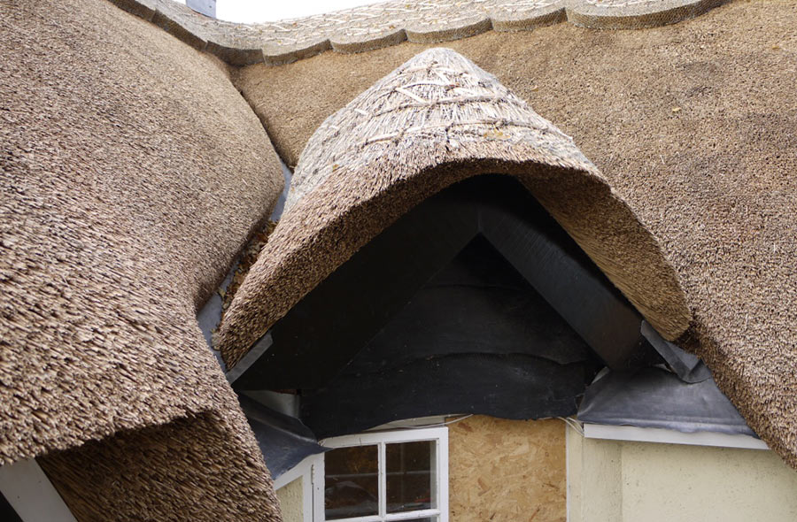 All types of thatching carried out including re-ridging, new thatch, repairs and maintenanc